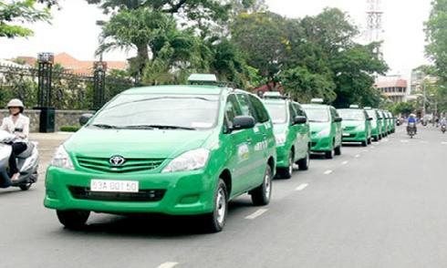 Cước taxi đồng loạt tăng theo xăng